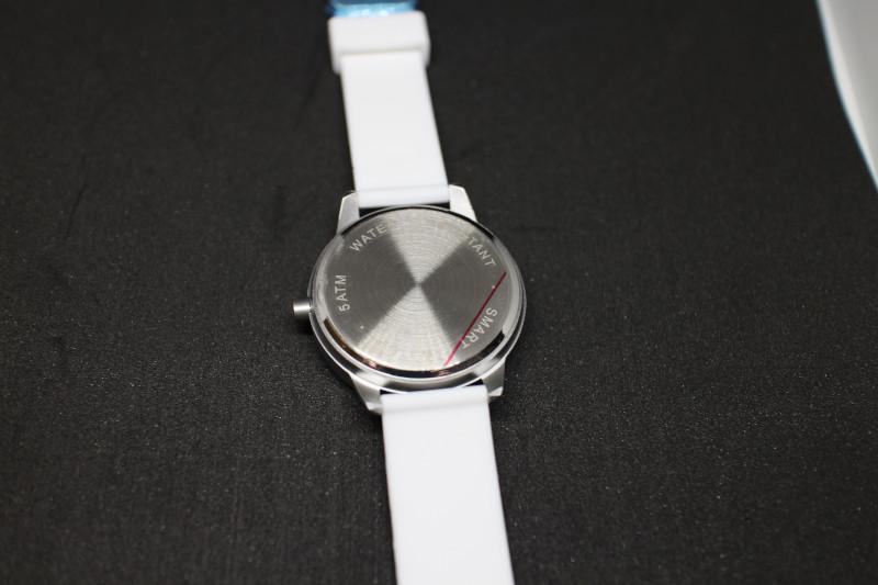 Обратная сторона смарт часов Lenovo Watch 9