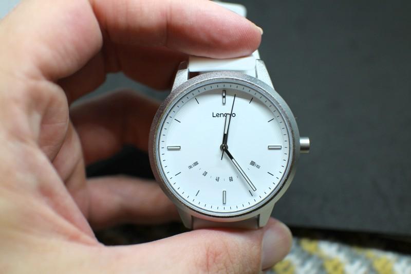 Живой взгляд на гибридные смарт-часы Lenovo Watch 9