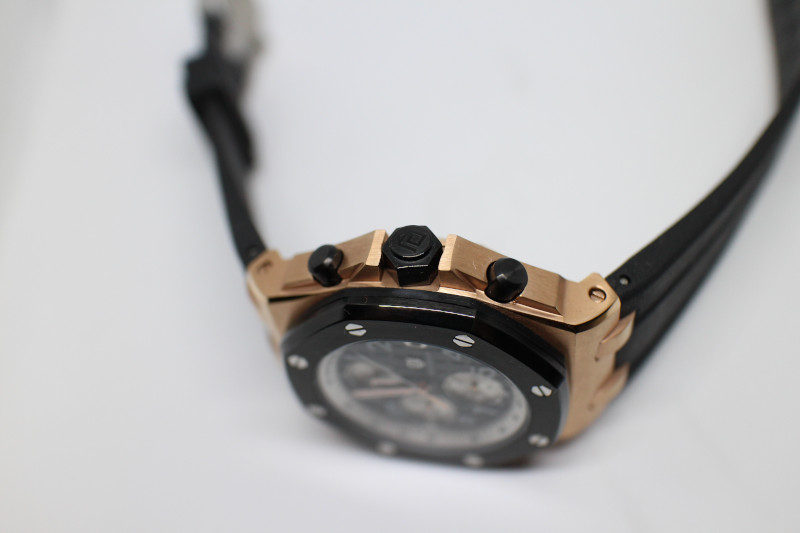 Часы Didun Design.