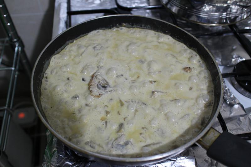 Рецепт приготовления индейки в сливочно-грибном соусе