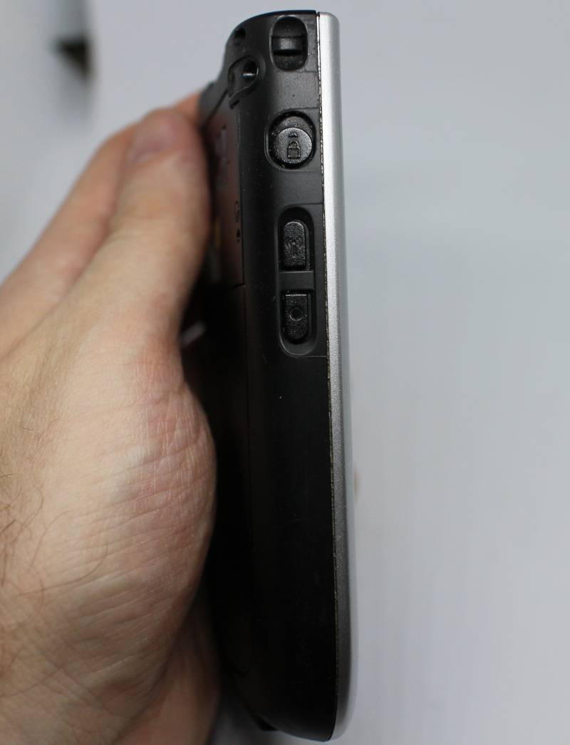 Карманный компьютер Dell Axim X51V. Вид сбоку.