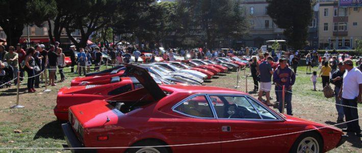 Итальянки, о которых мечтает каждый или день Ferrari в парке Сан-Франциско.